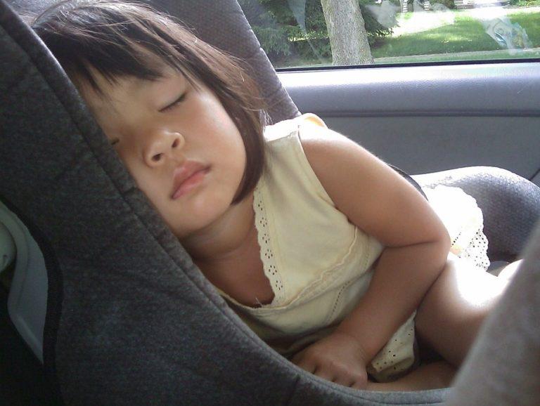 Mit schreiendem Baby Auto fahren – Hilfe und Tipps